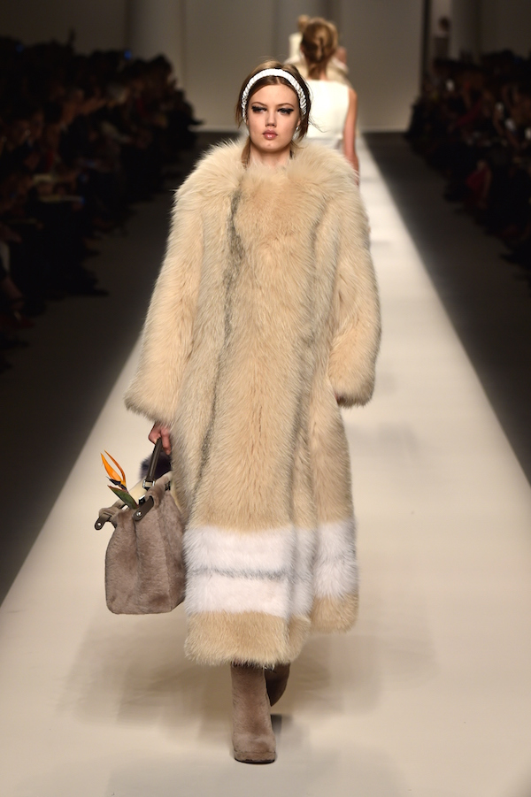 lindsey-wixson-on-the-fendi-runway-sporting-its-fall-winter-2016-collection-during-milans-fashion-week.jpg